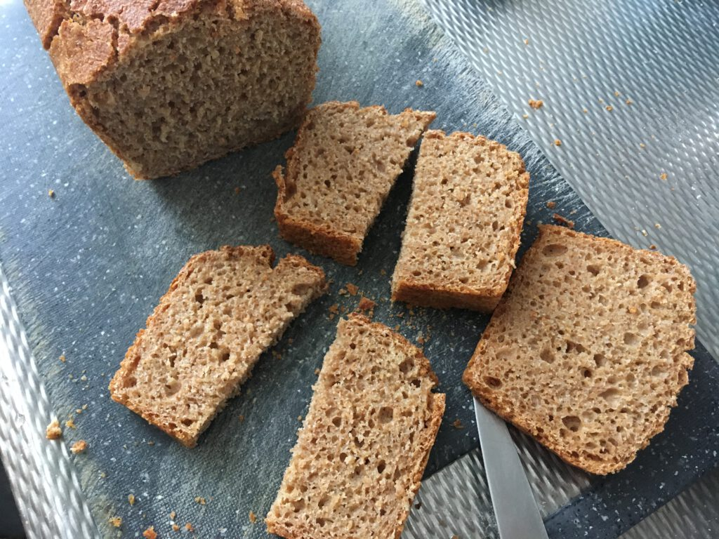 Thin slices, crumb and crust of the einkorn loaf