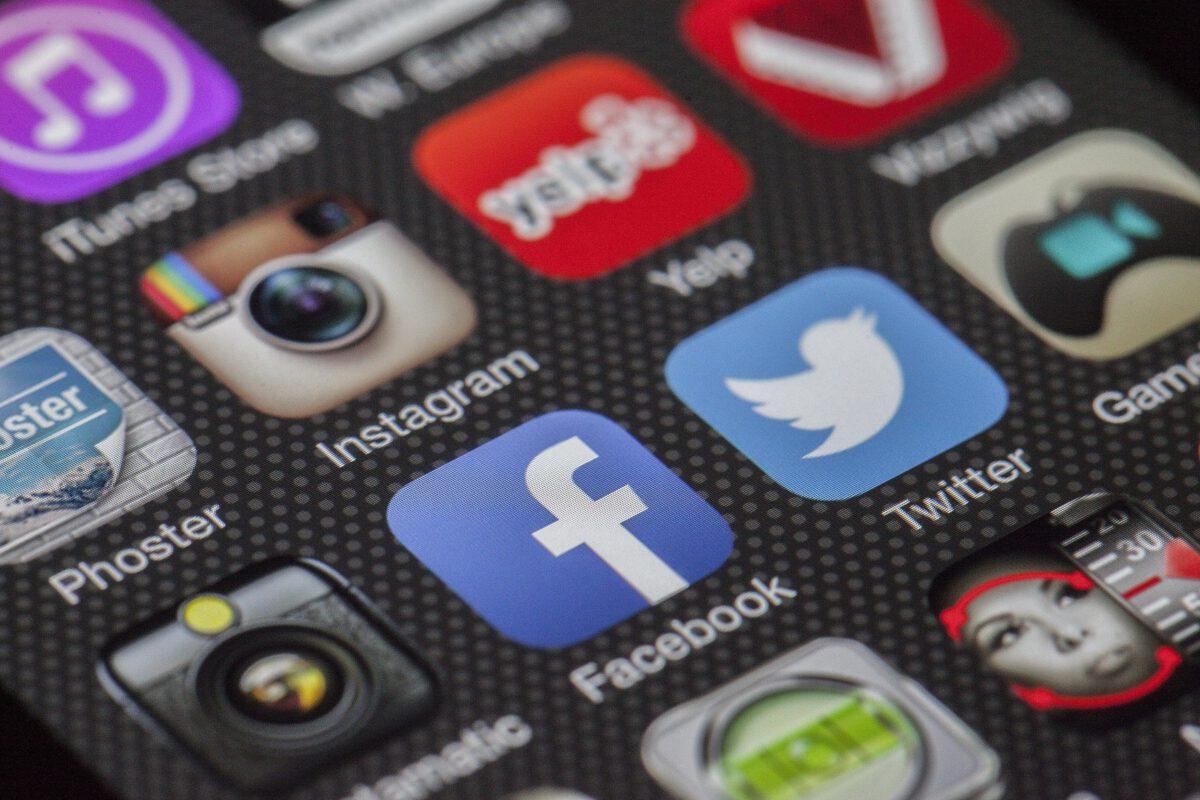 Risico's van digitale producten zoals Facebook, Tweitter en email.